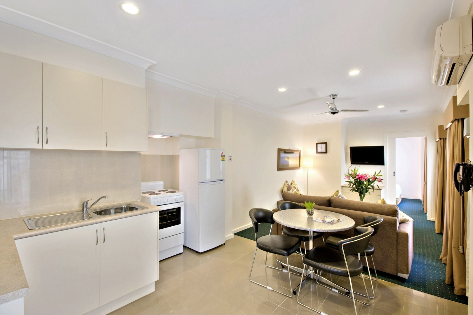 Located in cosmopolitan Brunswick, 4 km north of the city centre. Overlooking Princes Park and the CBD. Public transport at doorstep This  one-bedroom serviced apartment is 55 sq.m ,  and can sleep 2