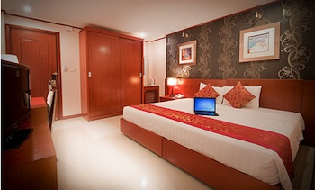 Dong Thonh Hotel is suitable for the travelers who are interested both in finding out the appeal of Hanoi through the ancient heritage as well as modern boutiques. Each of the 31 graceful rooms gives