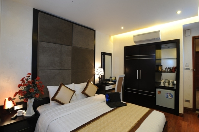 Brand new hotel in Honoi Old Quarter, easy access to famous entertainment area in Old Quarter. This  studio serviced apartment is 22 sq.m ,  and can sleep 2 people maximum.  The apartment has 1 bathro