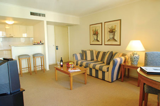 This apartment style hotel offers a choice of studio, one and two bedroom apartments. Leisure facilities include swimming pool, sauna, spa, gymnasium and full size tennis court. This  two-bedroom serv
