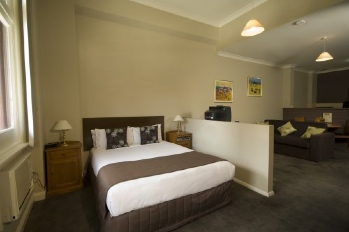 Spacious boutique style studio and one bedroom apartments located in the heart of Adelaide city. Ideal for those traveling on business or leisure with just a 15 minute drive from the airport; these Ad