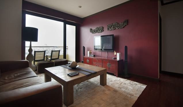 If you are looking for a quiet, fully equipped and serviced apartment along the river in Bangkok, then this apartment might be the right one for you. It has been decorated with taste (a mix of Asian a